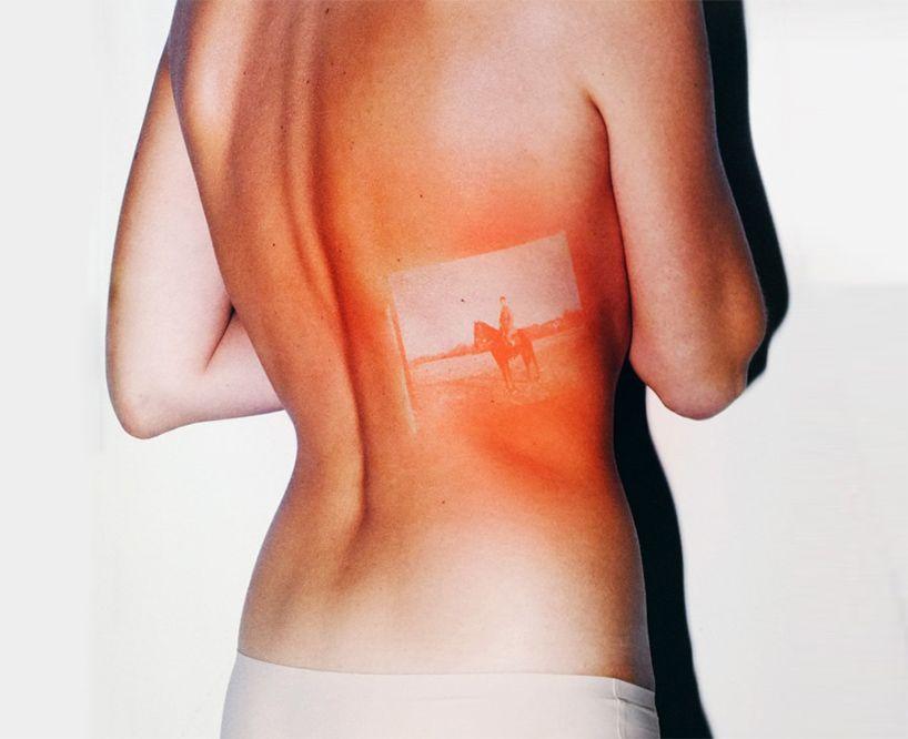 Negativos originales proyectados sobre cuerpos humanos expuestos al ...