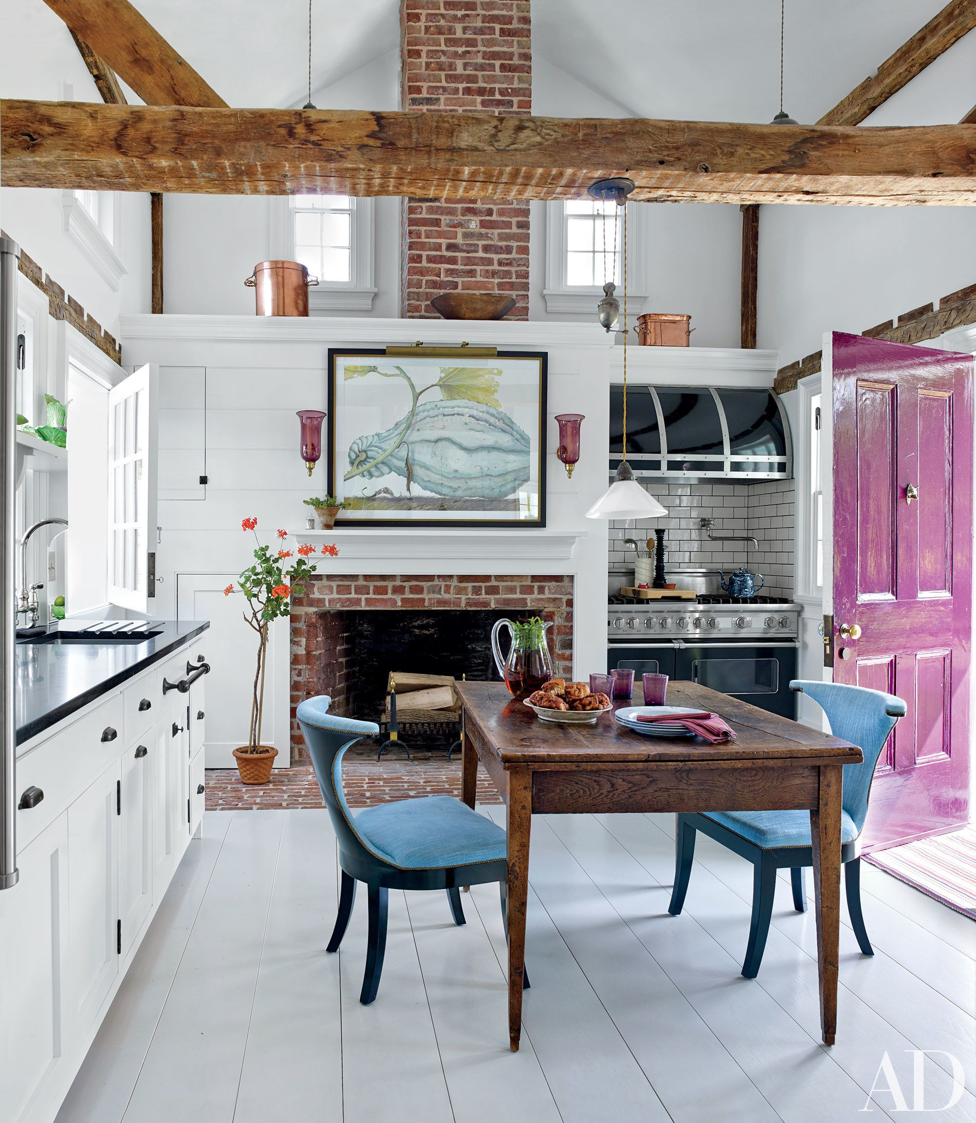 Cozy Kitchen Design Ideas: Warm Up Next To These Cozy Kitchen Fireplaces