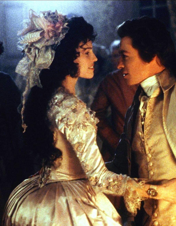 Hilary Swank As Jeanne De Saint Remy De Valois And Simon Baker As Retaux De Villette In The Affair Of The Necklace 2001 Viejitos Reina Maria Quejas