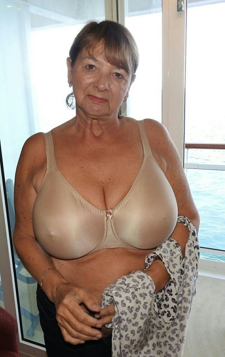 A Collection Of Mature Women With Great Big Tits  Old -2087