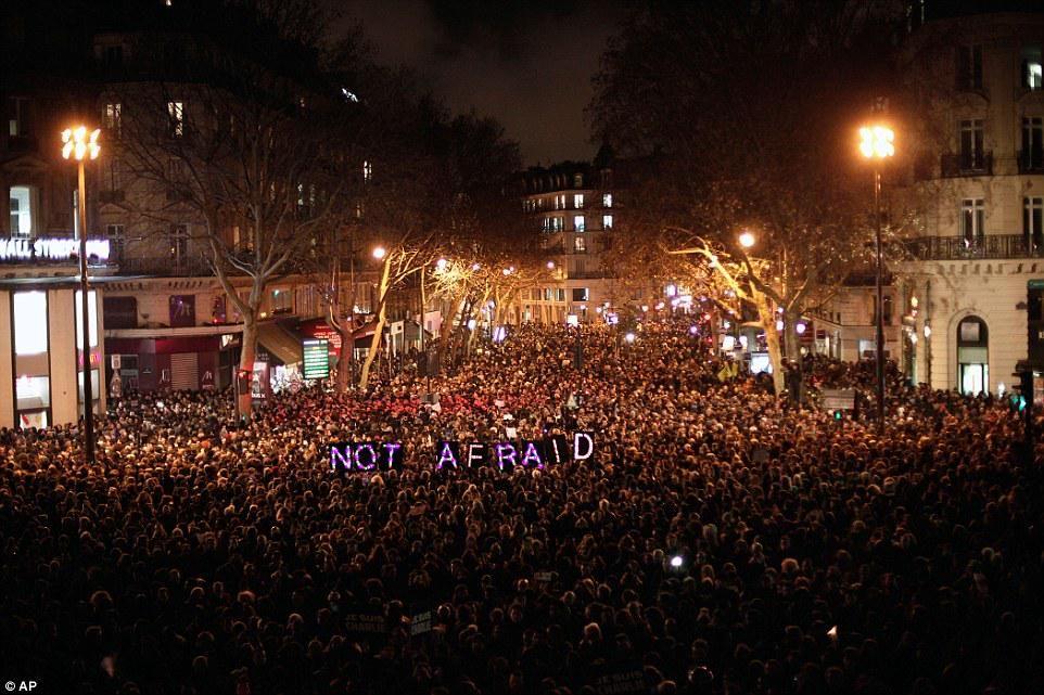 """Thats the spirit Paris! #NotAfraid RT """"@MailOnline:Paris,tonight http://dailym.ai/14roRTL """" #CharlieHebdo #JeSuisCharlie"""