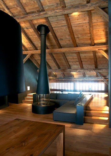 Massiver Kaminofen aus schwarzem Stahl Dachausbau, Dachlogia - umbau wohnzimmer ideen