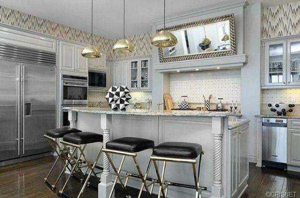 Kourtney Kardashian\'s Calabasas House   Espejo, Cocinas y Decoración