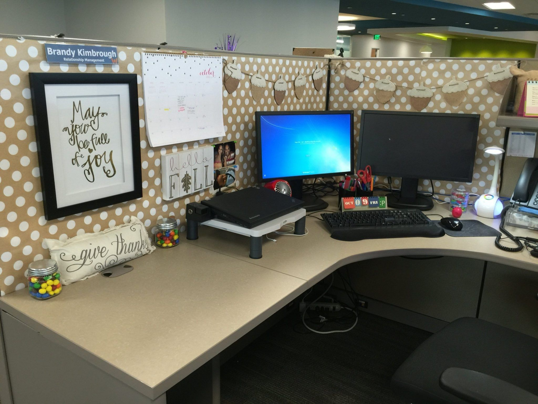 Cubicle Decorating Ideas With Classy Accent Interior Decorating Colors Cubicle Decor Office Work Office Decor Cubicle Decor