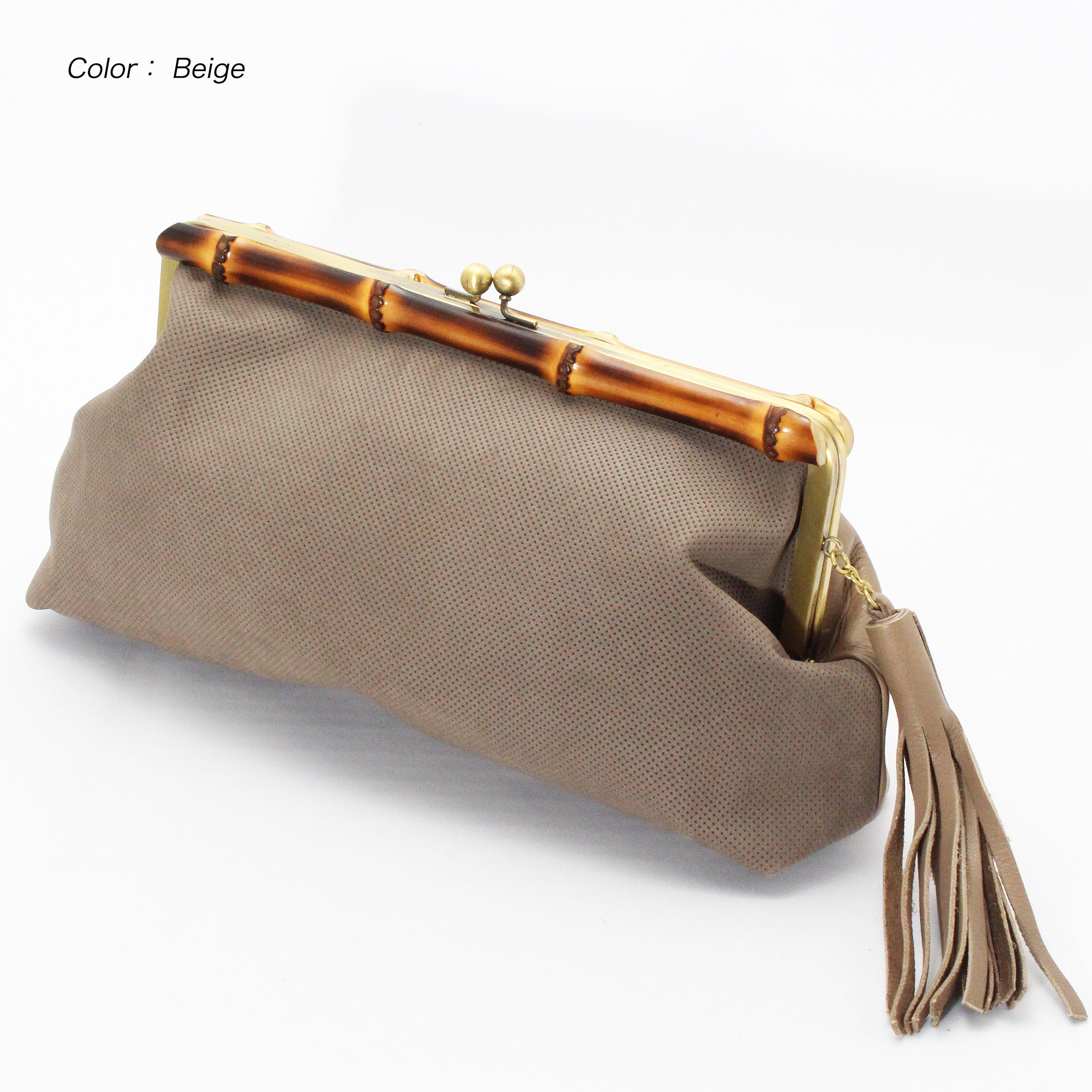 【1métre carrè(アンメートルキャレ)/FB50232】 シープの柔らかさを表現し、素上げ感を残した革と、パンチング風型押ししたヌバッグの異素材の組み合わせ(≧∇≦)♪ 風合も良く、使えば使うほどに良く馴染み、革の色の変化を楽しめますよ♪(´ε` ) 商品ページはこちら http://www.hecrou-online-store.com/?pid=102464191