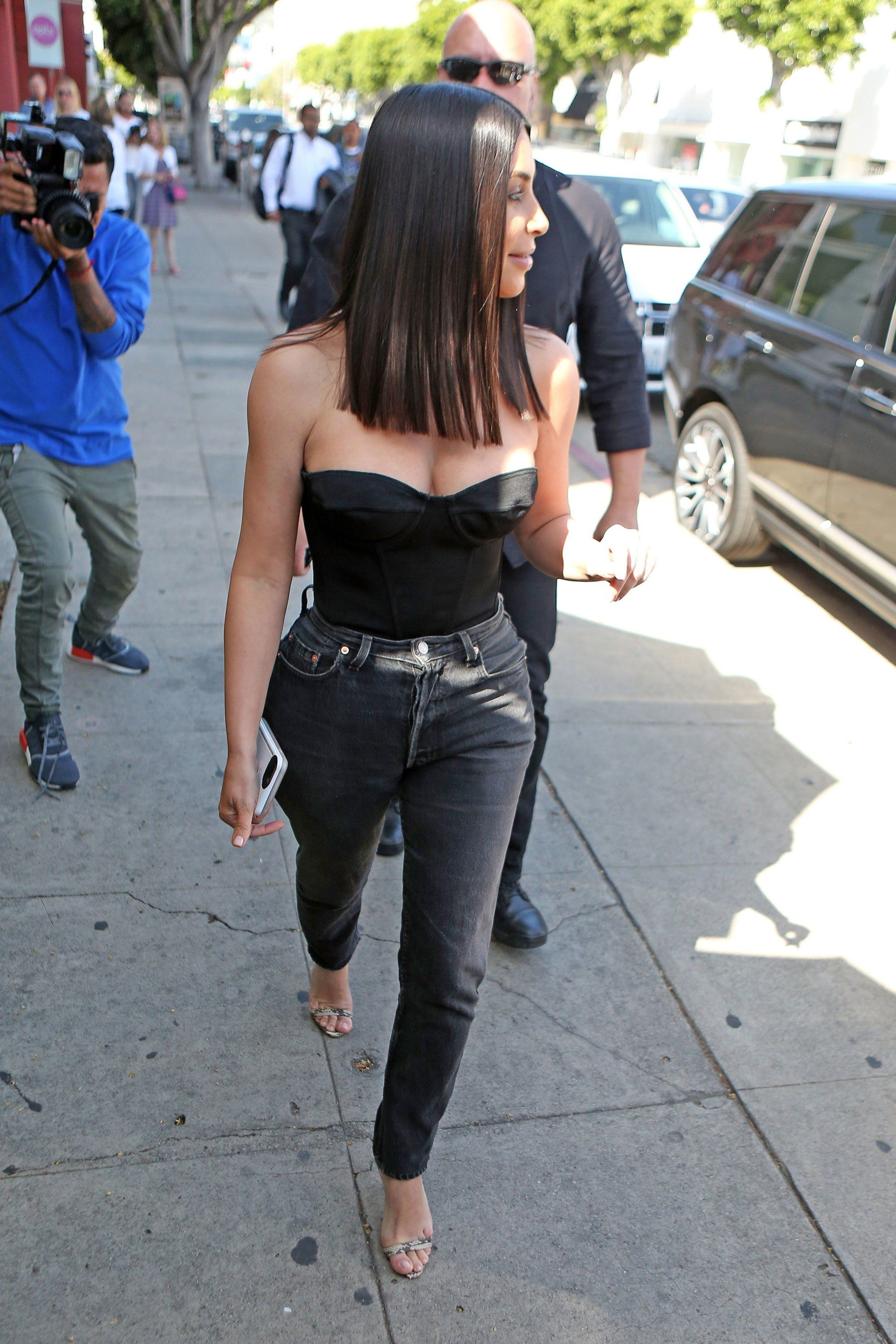 91be10a8a171 Kim Kardashian West Makes the Mom Jean Sultry in 2019