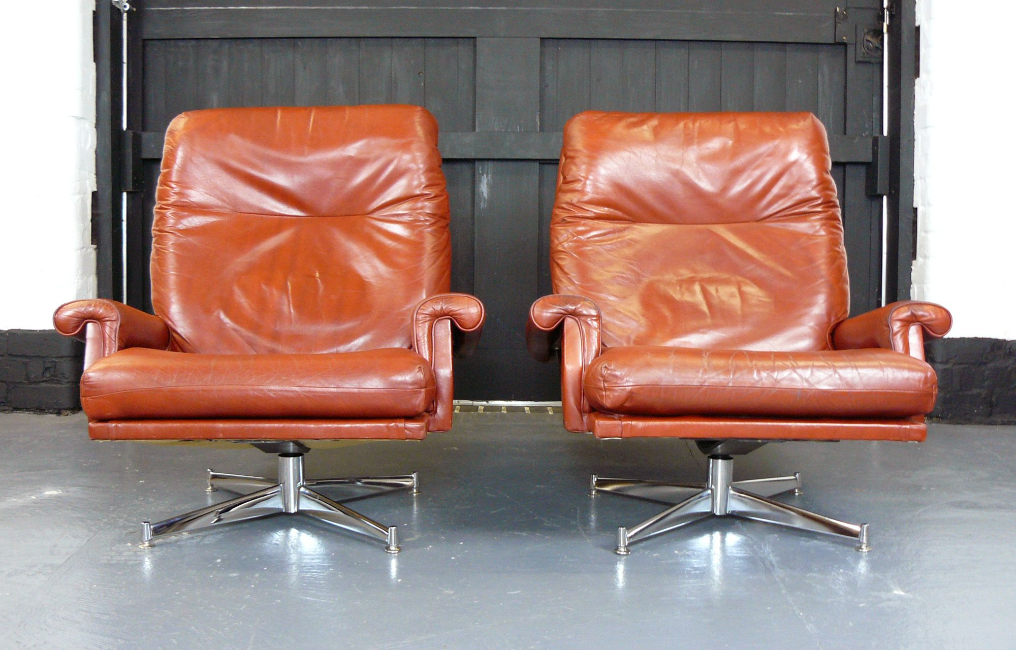 Stylish Mid Century Red Leather Swivel Chairs Mcm In 2019