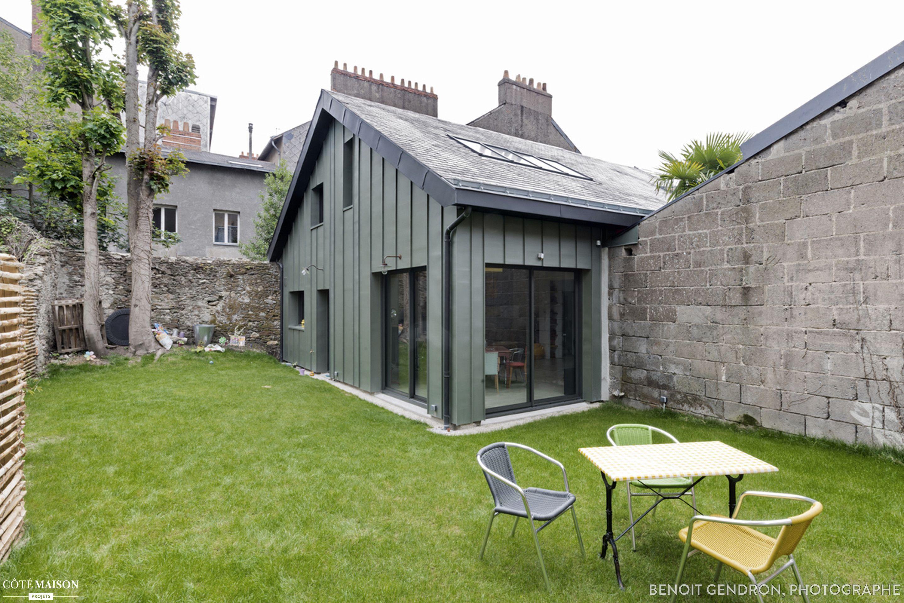 le projet de transformation en loft occupe l int rieur d une ancienne brocante un patio couvert. Black Bedroom Furniture Sets. Home Design Ideas