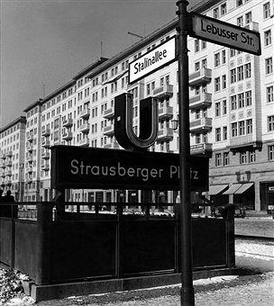 Berlin 1954 Stalinallee Ecke Lebusserstrasse am U-»Bahnhof Strausbergerplatz