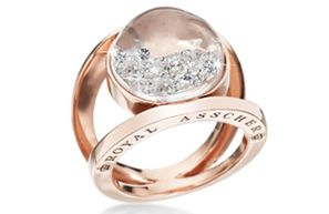 marina did a ring kind of like this... sooo pretty!