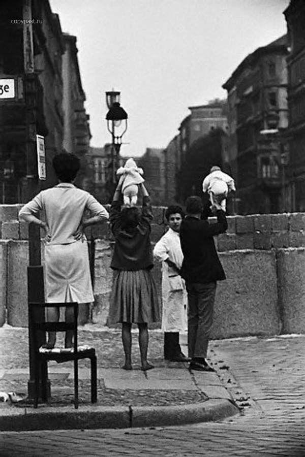 Берлинская стена (11 фото) | Редкие фотографии, История и ...