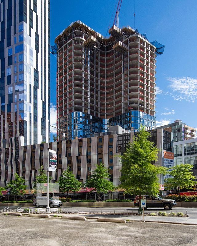 86 Fleet Place, NYC #downtownbrooklyn #brooklyn #ic_architecture #icapture_nyc #ig_architecture #architecturelovers #architecture #nycconstruction #construction #realestate #nycrealestate #archi_features #fortgreene #exploremycity #citybestpics #cityscape #newyorkcity #newyork #newyork_instagram