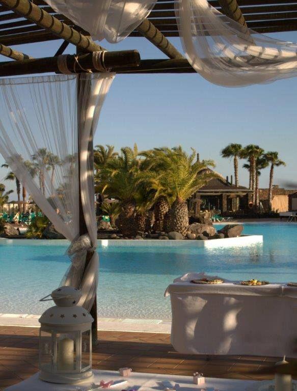 Una boda en el Hotel Beatriz Costa  SPA**** en Lanzarote es una oportunidad única para mostrar la belleza y espectacularidad de una isla volcanica como Lanzarote y a la vez deleitar a sus invitrados con un servicio de alto nivel lleno de detalles y momentos inolvidables.