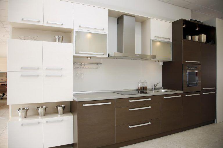 مطابخ الوميتال بني 50 تصميم مودرن جديد للمطابخ قصر الديكور Brown Kitchen Designs Two Tone Kitchen Cabinets Kitchen Design