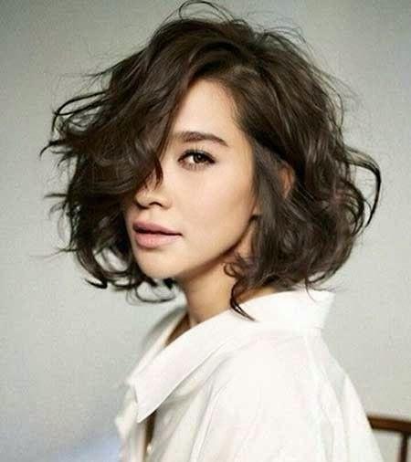 Pin By Fawn Kanhayuwa On Hair Ideas For Joy Messy Short Hair Short Wavy Hair Thick Hair Styles