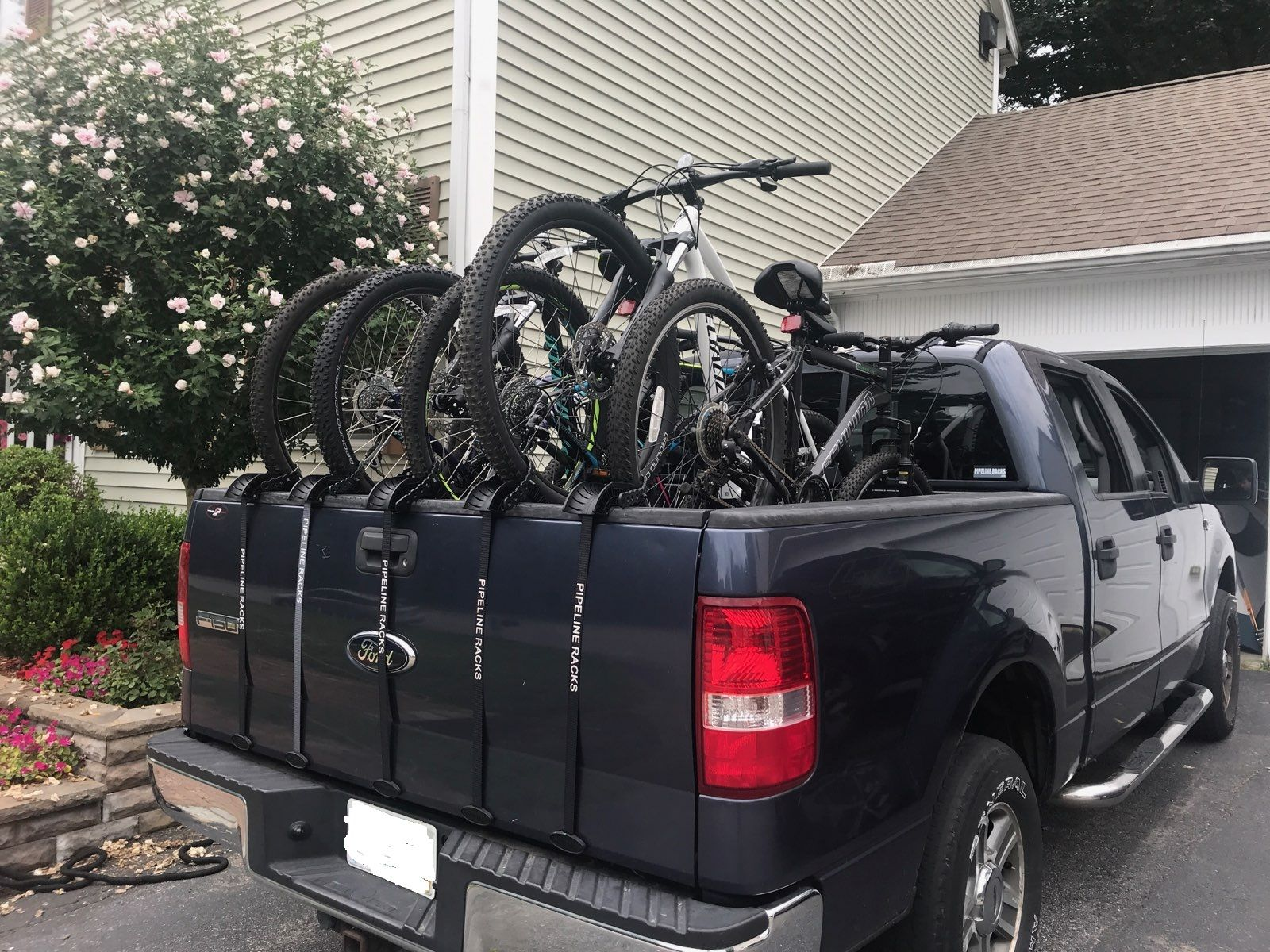 5 Bikes With Tailgate Up With Pipeline Rack S T Gator Bike Coach Swagger Bag Gator