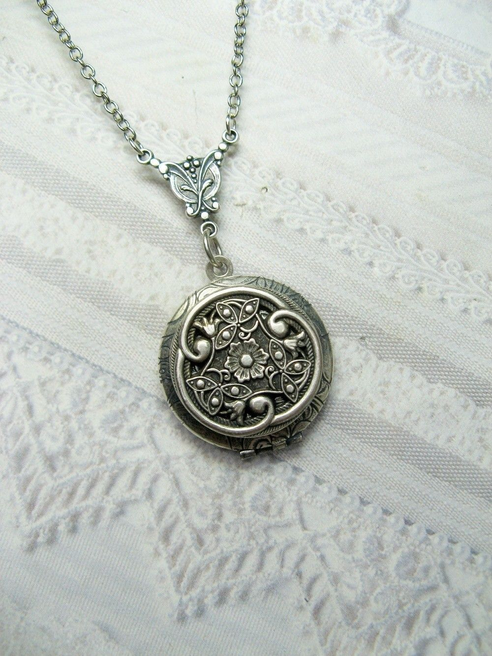 merchandise celtic locket service oval heart lockets product