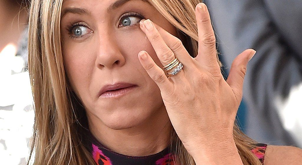 The Surprising Secret You Might Not Know About Jennifer Aniston S Wedding Ring Jennifer Aniston Wedding Ring Jennifer Aniston Wedding Jennifer Aniston Ring