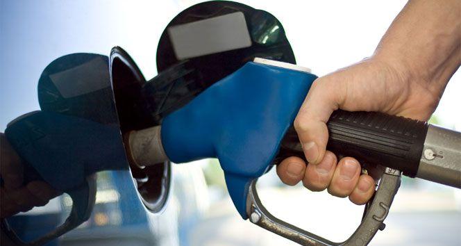 Motorin fiyatlarına geceyarısından itibaren geçerli olmak üzere 13 kuruş indirim yapıldı. Petrol Ürünleri İşverenler Sendikası