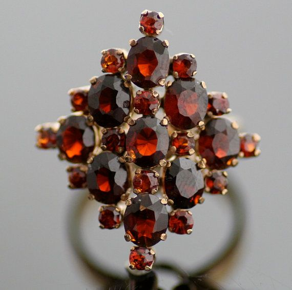 Hey, I found this really awesome Etsy listing at https://www.etsy.com/listing/93699711/vintage-1940s-14k-yellow-gold-and-garnet