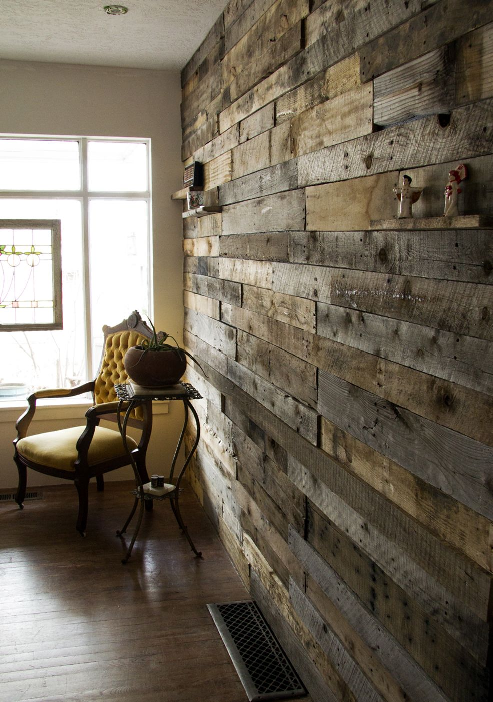 Pallet wall decorating pinterest for Using pallets for walls
