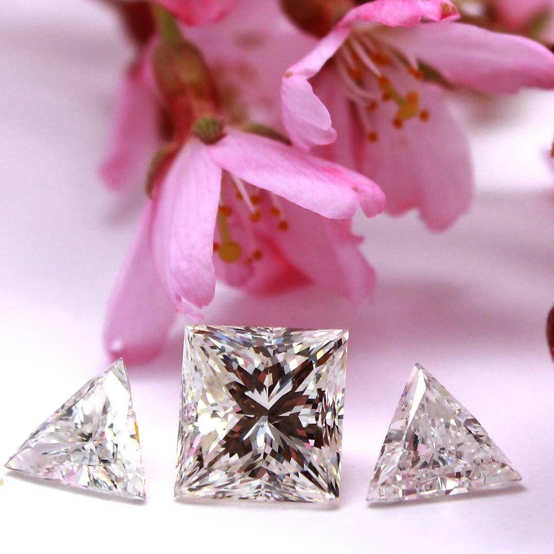 3 carat #princess cut diamond and 2 triangular Brilliant cut ...