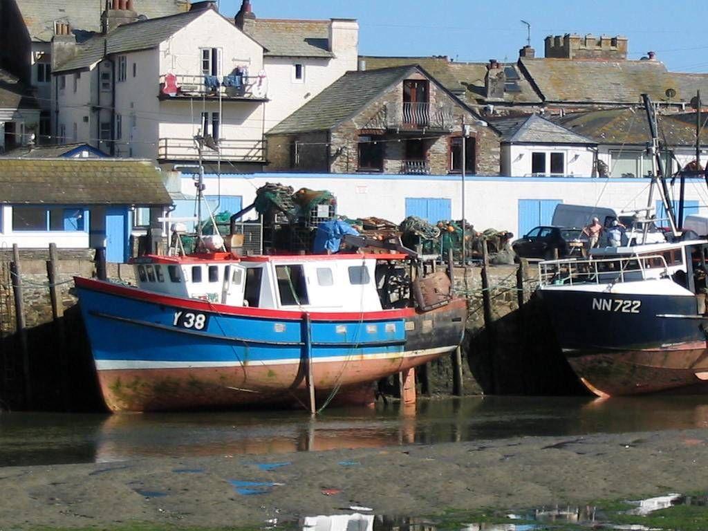 Bootjes in de haven van Looe ( foto Astrid den Hartog )