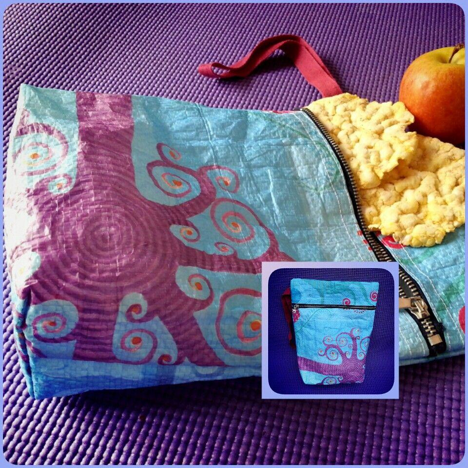 Una bossa del super convertida en una bosseta x esmorzar, un necesser...  ♡♥♡