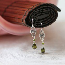 I love green earrings, these are so pretty!