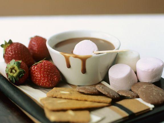Süßes Schokoladenfondue ist ein Rezept mit frischen Zutaten aus der Kategorie Süße Sauce. Probieren Sie dieses und weitere Rezepte von EAT SMARTER!