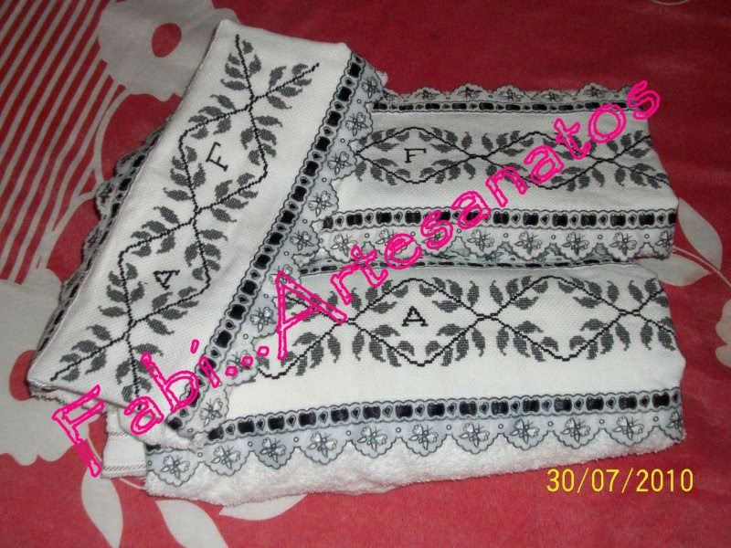 enxoval de toalha de banho em ponto cruz 3 peças personalizadas 2 banho 1 rosa