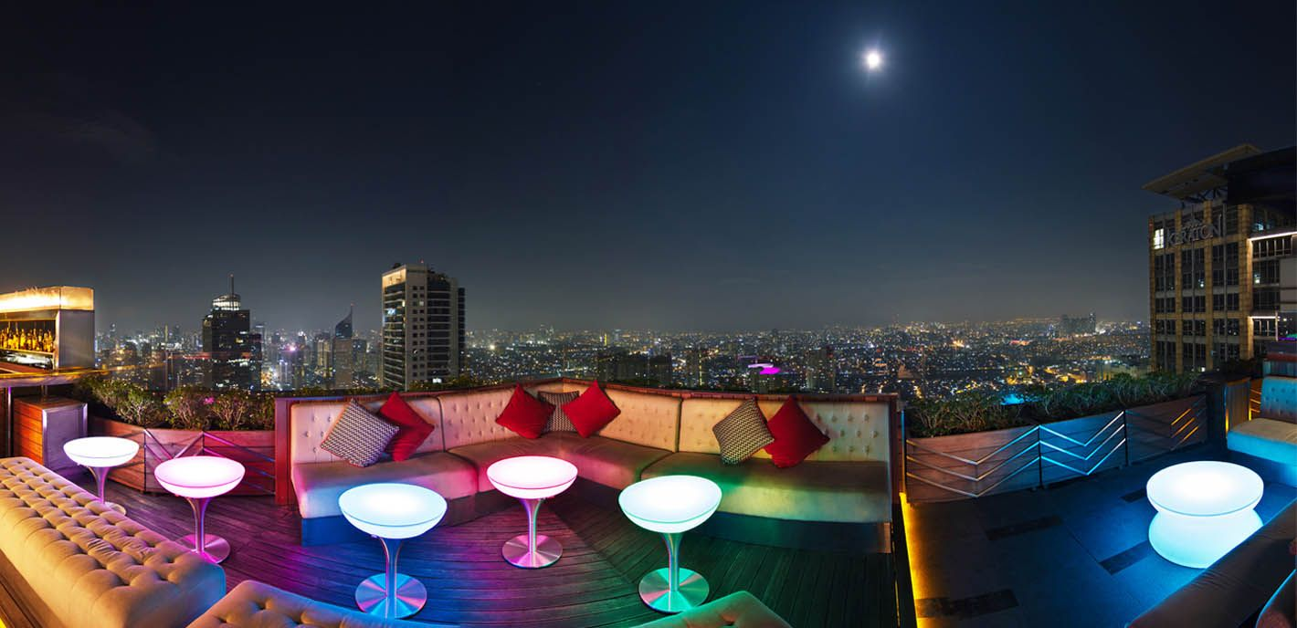 Lovely and at the cloud lounge by night