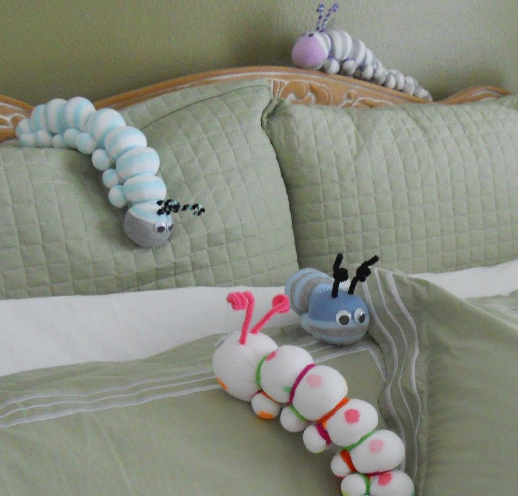 no sew caterpillars made from socks bug crafts pinterest raupe sockentiere und socken tiere. Black Bedroom Furniture Sets. Home Design Ideas