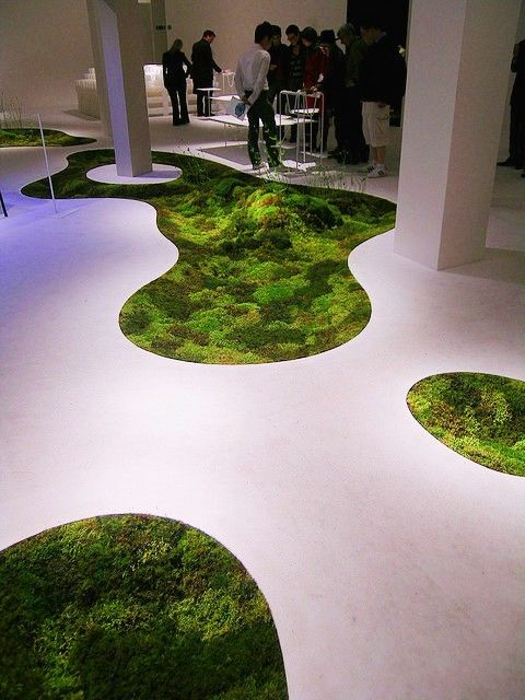 10 Ways To Decorate With Green Moss: 'Green' Interiors, That's Moss Growing On The Floor Indoors, Cool!
