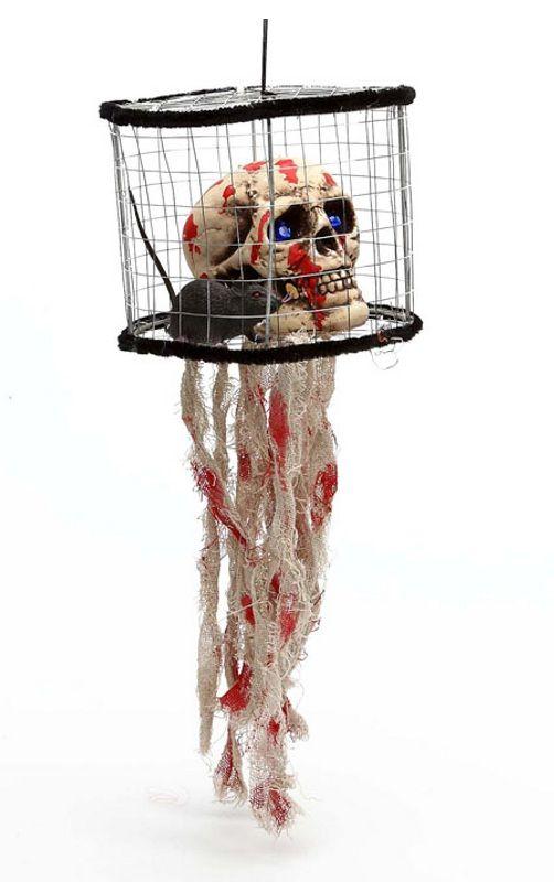 Decora tu fiesta de Halloween o tu local para una noche de terror ¡Saldrán más blancos que la leche! La jaula tiene 17x14cm y dentro lleva una calavera con una rata.