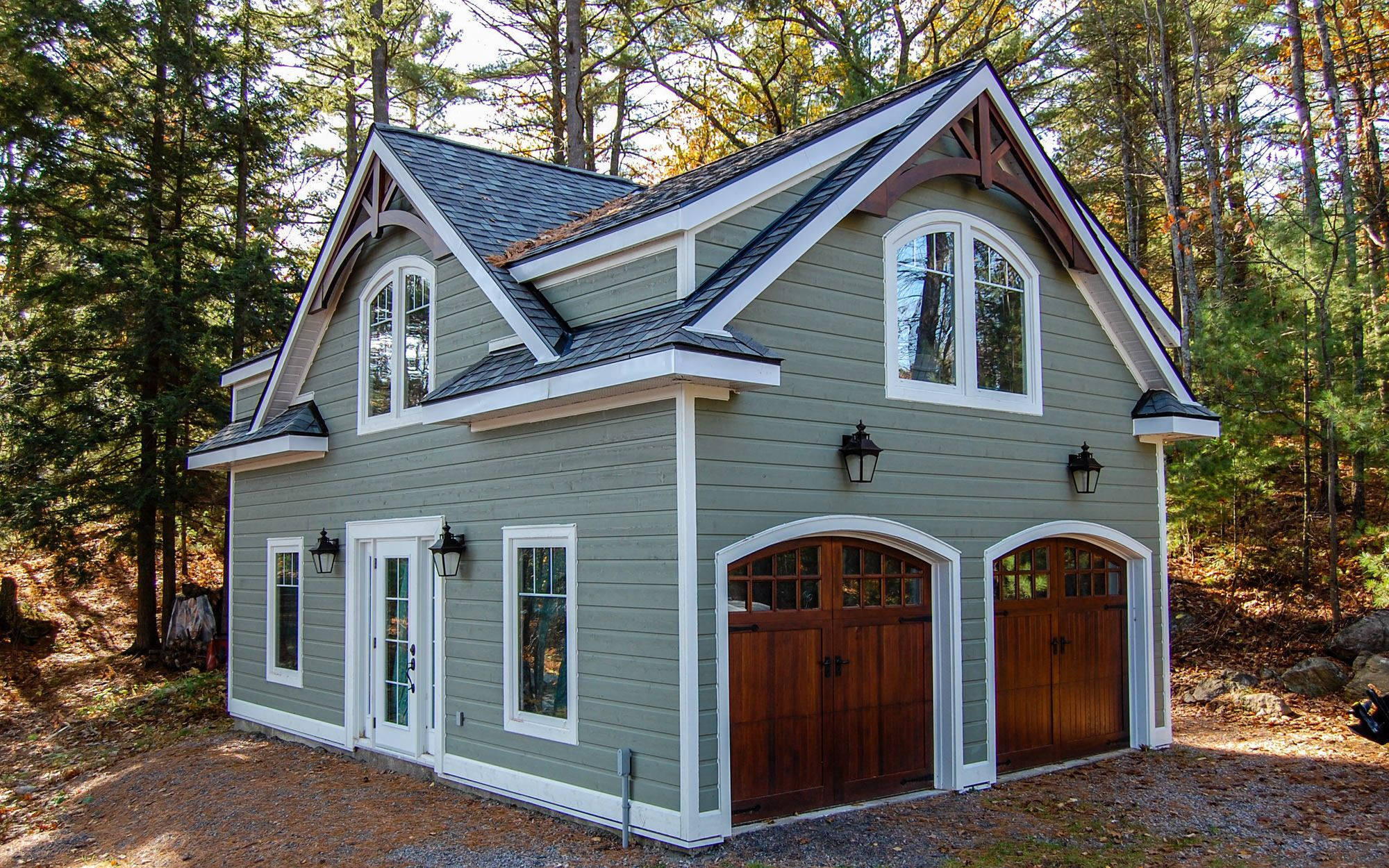 Pin By Jennifer Stiernagle On Curb Appeal Carriage House Plans Carriage House Garage Muskoka Cottage
