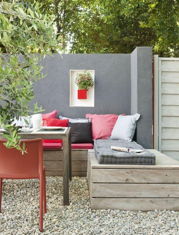 eckbank aus holz mit sch nen kissen garten pinterest eckbank kissen und holz. Black Bedroom Furniture Sets. Home Design Ideas