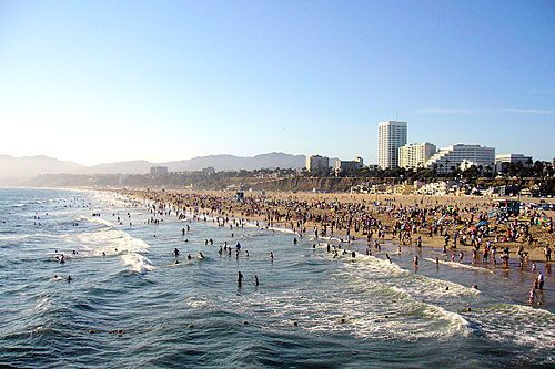 Beach In Calif Sooo Packed In This Picture I Wouldn T Mind Sharing The Shore As Long Santa Monica Beach California Best California Beaches America Beaches