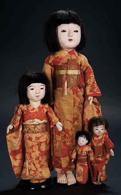 Love, Shirley Temple, Collector's Book: Lot # 317 Four Japanese Paper Mache Ichimatsu Dolls in Original Costume