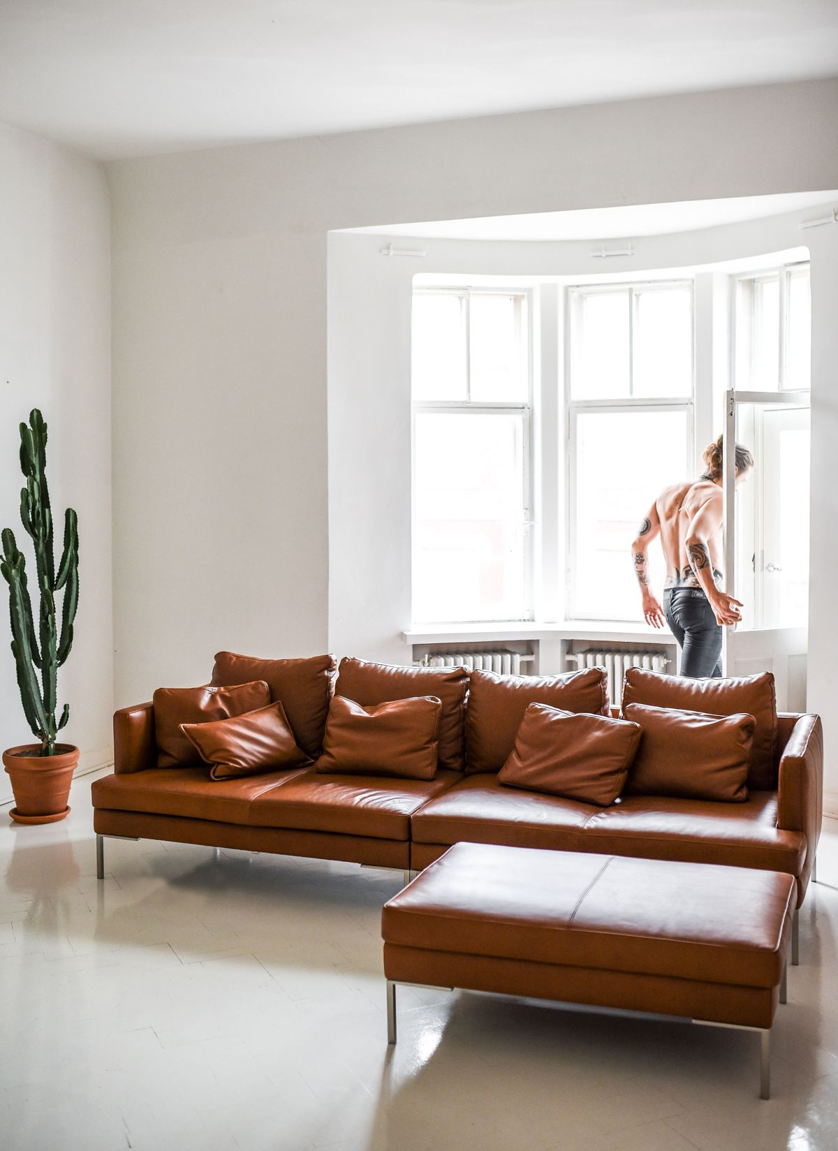 Home Details All White Everything And Istra Leather Sofa By Boconcept Photo By Stella Harasek Www Stell White Leather Sofas Sofa Deals Best Leather Sofa