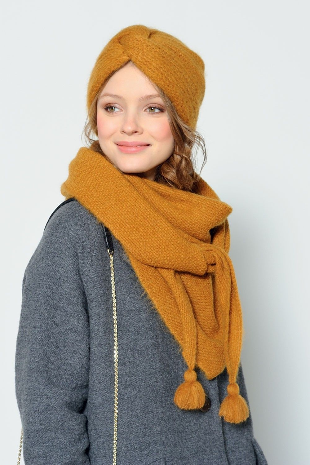 Find a pattern and get someone to make this turban headband for me ...
