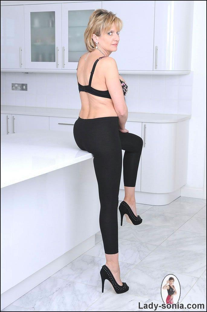lady sonia sex kleidung für swingerclub