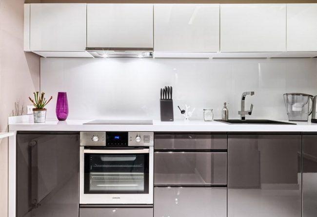arbeitsplatten-kuche-ideen-weiss-hochglanz-graue-fronten Deco - Küchen Weiß Hochglanz