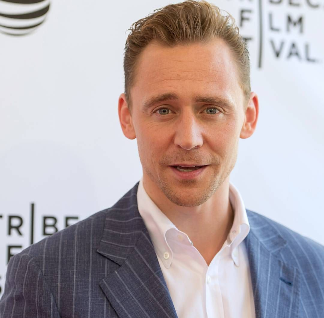 #tomhiddleston DO YOU GUYS SEE THIS MAN? SEE MY STRUGGLE?? jeez you don't have any idea of what i think with of doing to him, if you don't join the club ✌