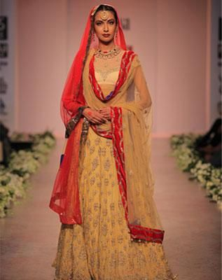 Rocky S Resplendent In Red And Gold Bollywoodshaadis Com Indian Bridal Outfits Indian Bridal Fashion Indian Bridal Wear