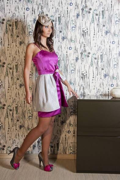 Vestido de fiesta corto modelo Salcillo en color púrpura con ...