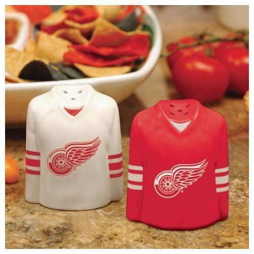 Detroit Red Wings Salt and Pepper Shakers Ceramic Set