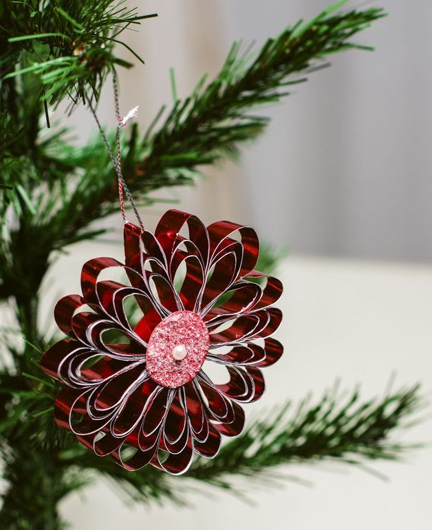 Red Quilled metallic paper snowflake – a unique product by Justyrs. Via en.DaWanda.com.