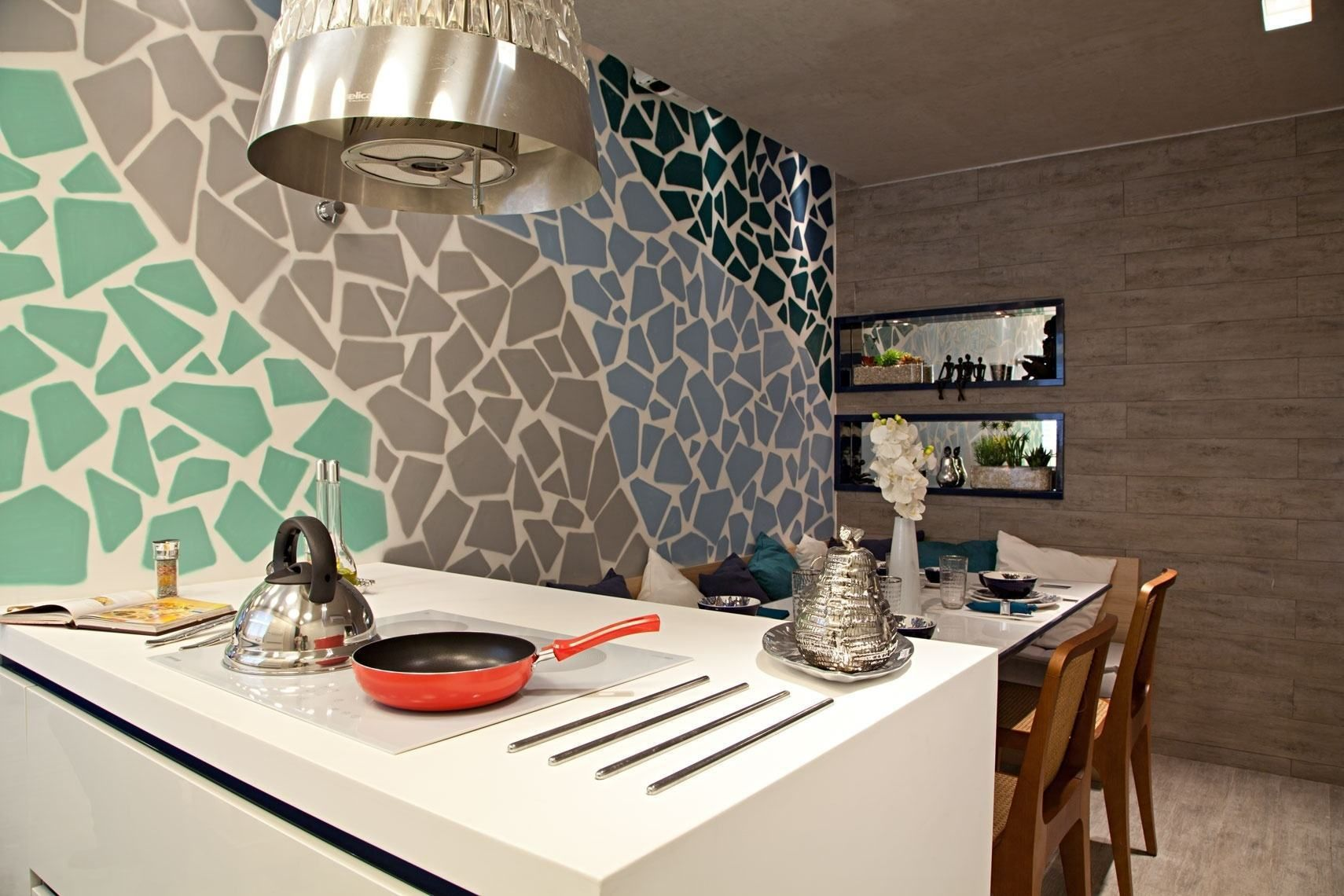 Seleção de projetos criativos utilizando muitas cores na cozinha. Inspire-se com 80 fotos incríveis.