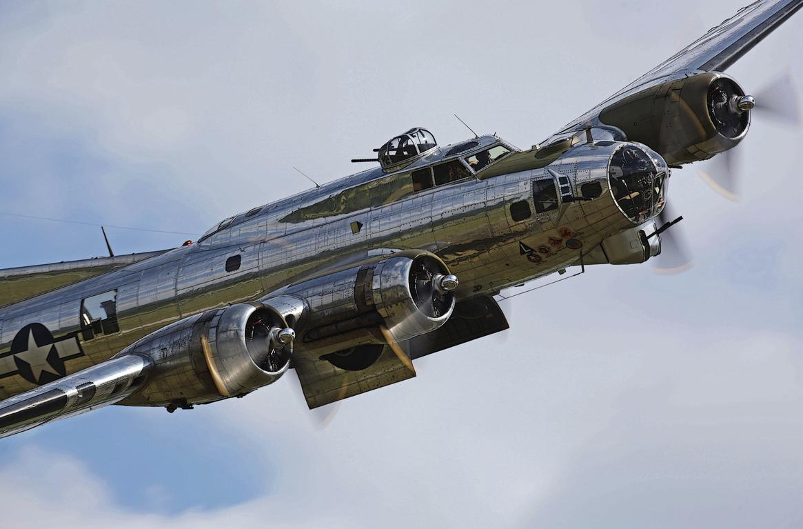 B17 by David F. Brown Aviones